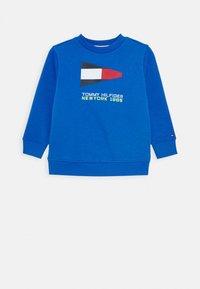 Tommy Hilfiger - SAILING FLAG GRAPHIC - Sweatshirt - blue - 0