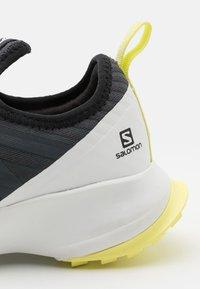 Salomon - SENSE FLOW UNISEX - Zapatillas de senderismo - ebony/white/charlock - 5