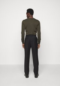 J.LINDEBERG - REMY PLEATED PANTS - Trousers - black - 2