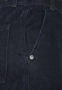 Levi's® Made & Crafted - LMC CARVED TROUSER - Jean boyfriend - *lmc deep ice rinse* - 2