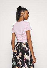 Hollister Co. - TEE CHAIN - Print T-shirt - light pink - 2