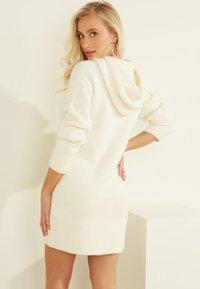 Guess - Jumper dress - weiß - 3