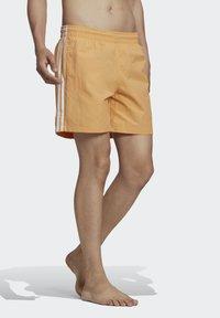 adidas Originals - ADICOLOR CLASSICS 3-STRIPES SWIM SHORTS - Shorts da mare - orange - 0