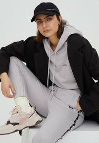 PULL&BEAR - Felpa con cappuccio - grey - 3