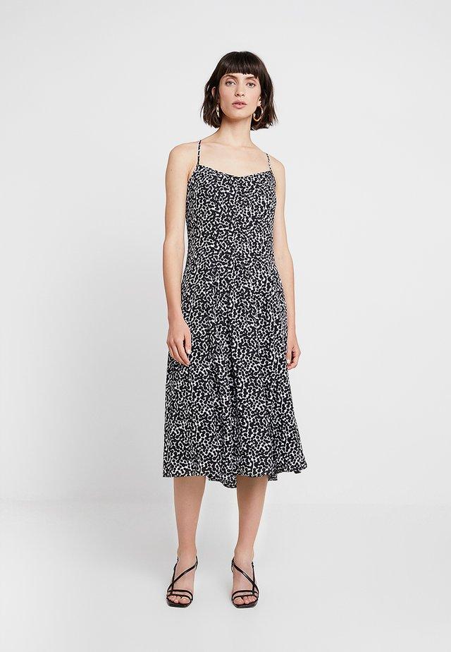 PINTUCK MIDI DRESS PRINT - Day dress - black