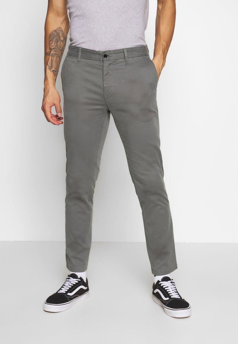 Burton Menswear London - TEDDINGTON WASHED - Chinot - grey