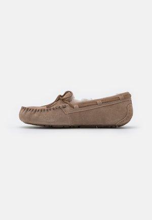 DAKOTA - Pantoffels - caribou