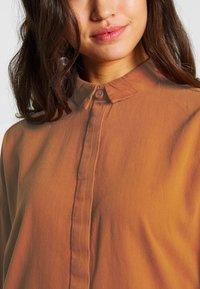 Monki - MONA LISA DRESS - Robe chemise - orange dark - 4
