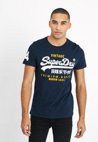 Superdry - PREMIUM GOODS DUO LITE TEE - Print T-shirt - navy - 0