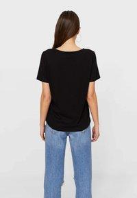 Stradivarius - 2 PACK - T-shirts basic - black - 2