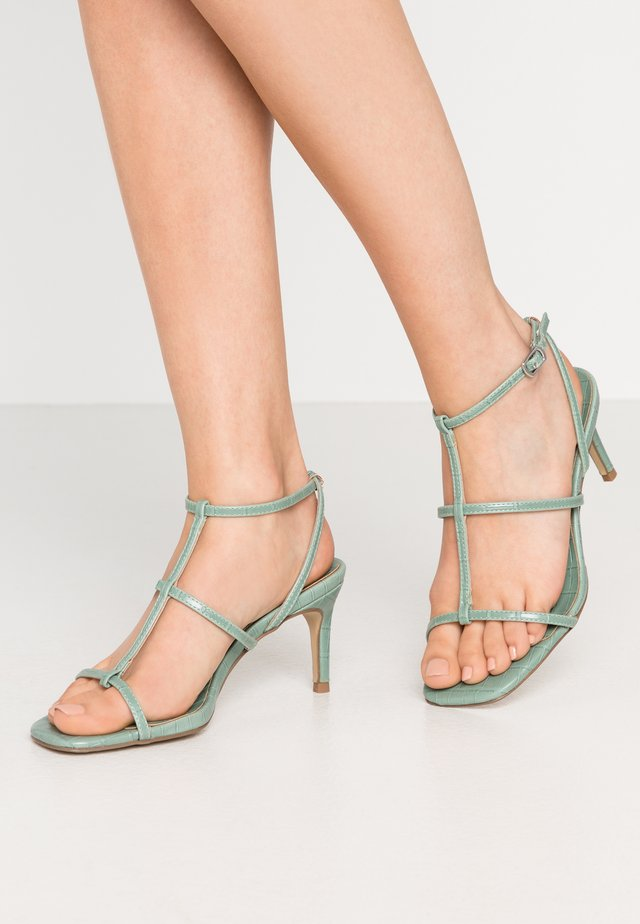 WIDE FIT TUTTING - Sandales - light green