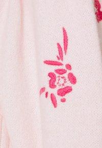 YAS Petite - YASTILLI EMBROIDED  - Gilet - fandango pink - 2
