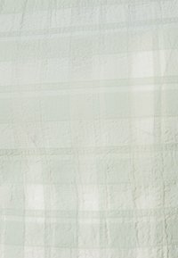 Missguided - PUFF SLEEVE TIE BACK DETAIL CROP - T-shirt imprimé - sage - 2