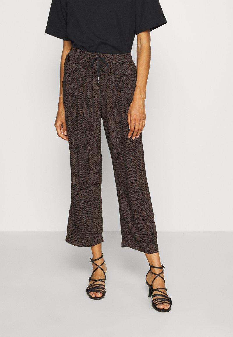 Opus - MAHOLA - Pantalones - black