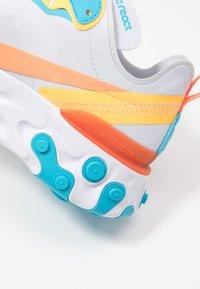Nike Sportswear - REACT 55 - Baskets basses - football grey/hyper crimson/blue fury/laser orange/white - 2