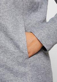 ONLY Carmakoma - CARSEDONA  - Kort kåpe / frakk - light grey melange - 6
