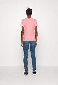 Calvin Klein Jeans - EMBROIDERY SLIM TEE - T-shirt basique - brandied apricot - 2