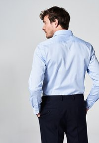 MICHAELIS - SLIM FIT - Zakelijk overhemd - licht blauw - 1