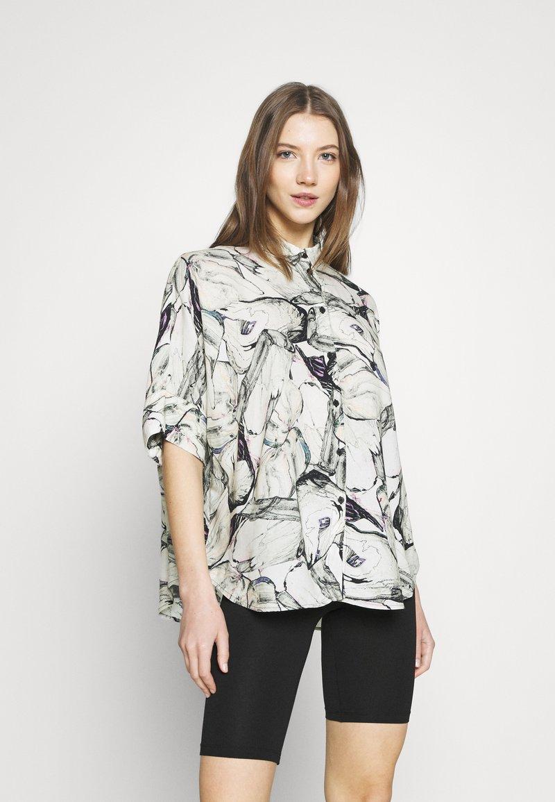Monki - LUCA BLOUSE - Skjorte - marblestone