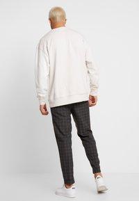 Burton Menswear London - WINDOW - Kalhoty - mid grey - 2