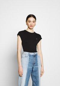 Tommy Jeans - Basic T-shirt - black - 0