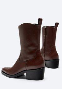 Uterqüe - FLACHE - Cowboy/biker ankle boot - brown - 2