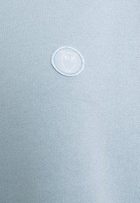 KnowledgeCotton Apparel - DAPHNE BASIC BADGE - Sweater - blue fog - 6