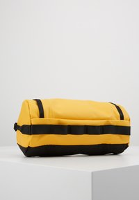 The North Face - TRAVEL CANISTER - Wash bag - summit gold/black - 3