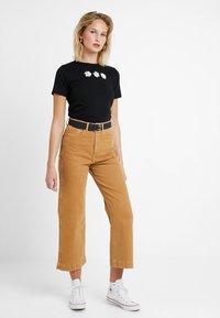 New Look - DAISY TEE - T-shirt imprimé - black - 1