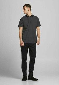 Jack & Jones PREMIUM - REGULAR FIT - Poloshirt - black - 1