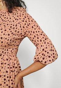 Glamorous Curve - SMOCKED BUBBLE SLEEVE DRESSES WITH ROUND NECK - Denní šaty - peach - 4