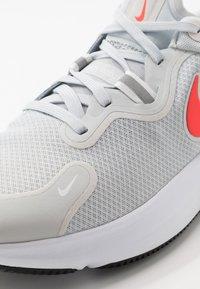 Nike Performance - REACT MILER - Neutrální běžecké boty - pure platinum/racer blue/bright crimson - 5