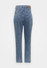 Missguided Plus - DISTRESSED DETAIL WASHED  - Relaxed fit jeans - blue - 7
