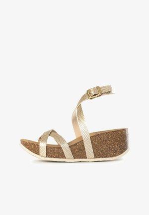 ASTERIA  - Sandały na koturnie - light gold