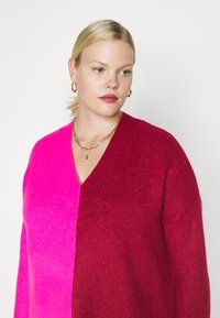 CAPSULE by Simply Be - ELEVATED ESSENTIALS VNECK - Jumper - pink/red - 3