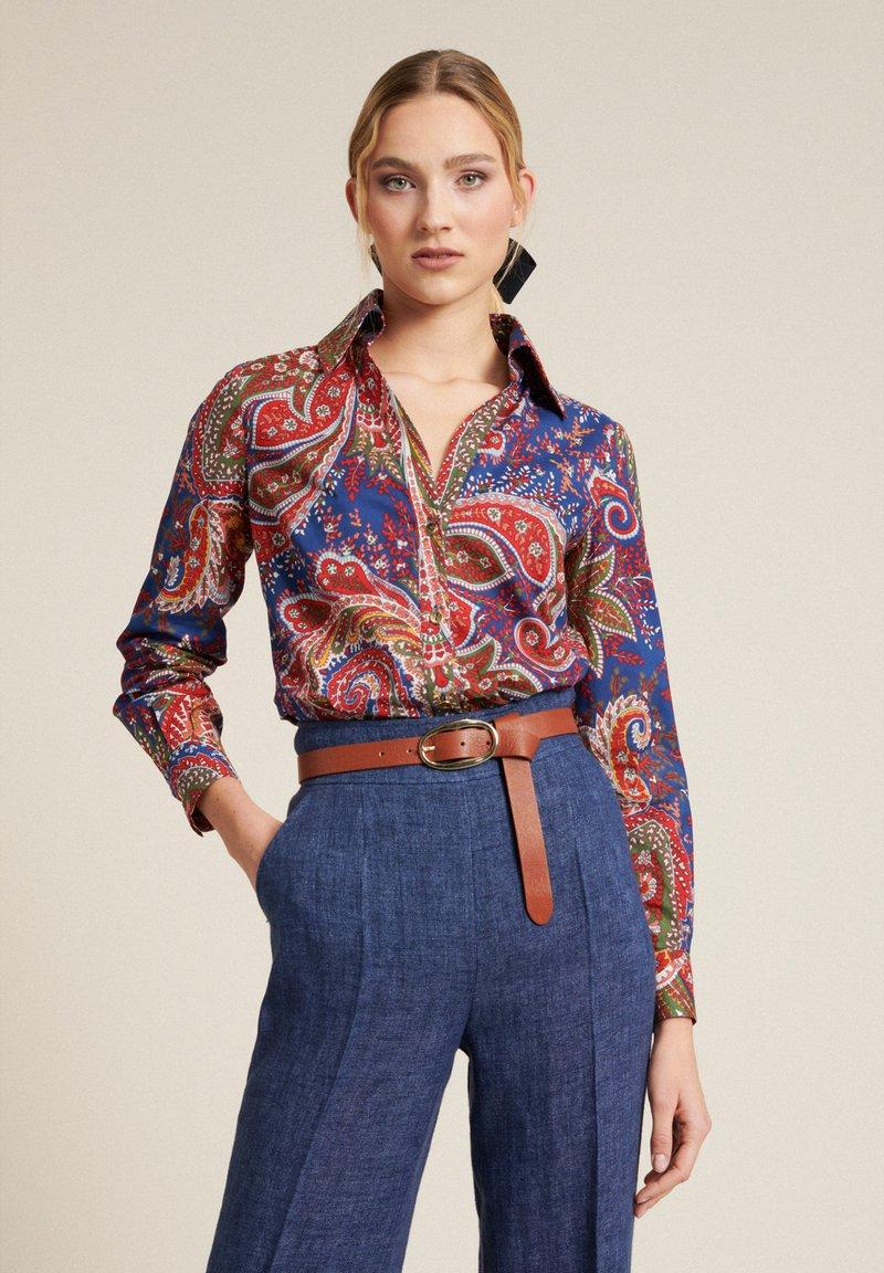Luisa Spagnoli - Button-down blouse - var blu chiaro/rosso