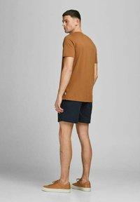 Jack & Jones - JJIJEFF JJJOGGER - Shorts - navy blazer - 2