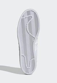adidas Originals - SUPERSTAR  - Sneakers basse - white - 4