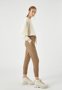 PULL&BEAR - Tracksuit bottoms - brown - 1
