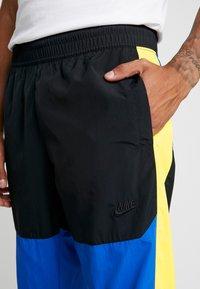 Nike Sportswear - ISSUE PANT - Træningsbukser - black/midnight navy/volt glow - 3