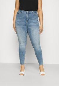 Vero Moda Curve - VMLORA - Jeans Skinny Fit - light blue denim - 0