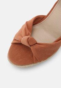Pepe Jeans - MAIDA PEACH - Platform sandals - spice - 7