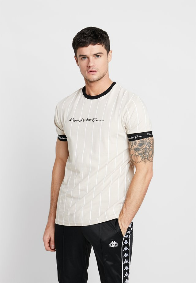 CLIFTON - T-shirts print - sand /white