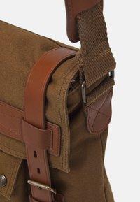 Belstaff - MALCOLM - Across body bag - beige - 3