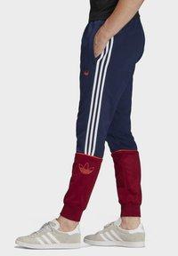 adidas Originals - OUTLINE JOGGERS - Tracksuit bottoms - blue - 2