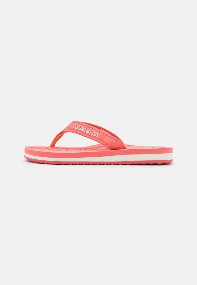STICK - Sandály s odděleným palcem - grenadine red