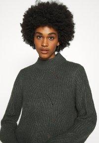 Noisy May - NMEDEN HIGH NECK DRESS  - Strikket kjole - dark grey melange - 4