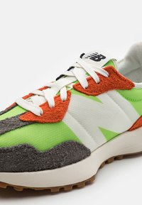New Balance - MS327 UNISEX - Trainers - energy lime - 5