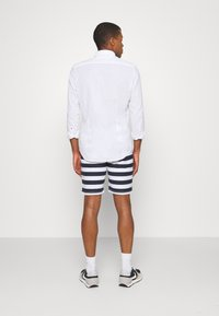 Newport Bay Sailing Club - STRIPE - Shorts - main white/navy - 2