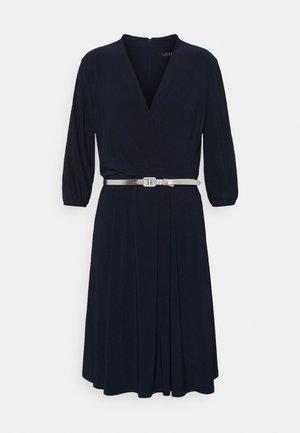 MID WEIGHT DRESS BELT - Žerzejové šaty - lighthouse navy